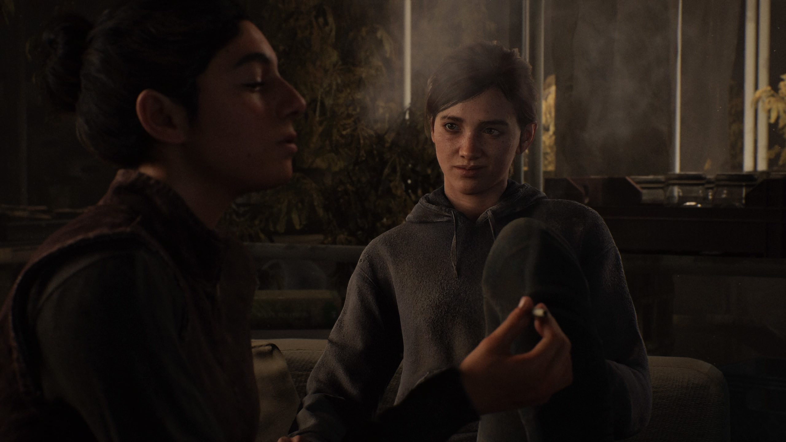 Ellie und Dina rauchen einen Joint in The Last of Us Part 2